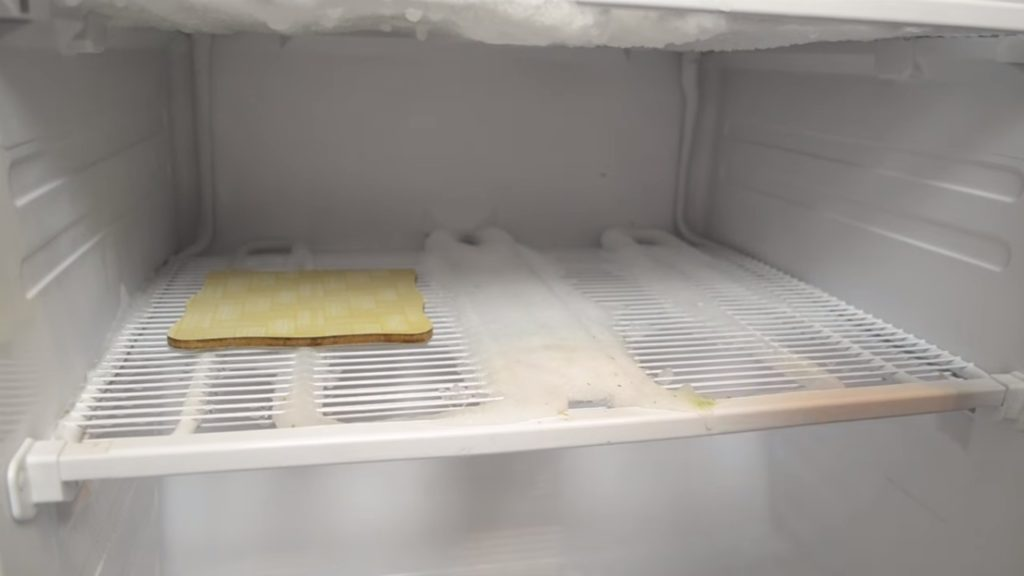 Запах в морозильной камере