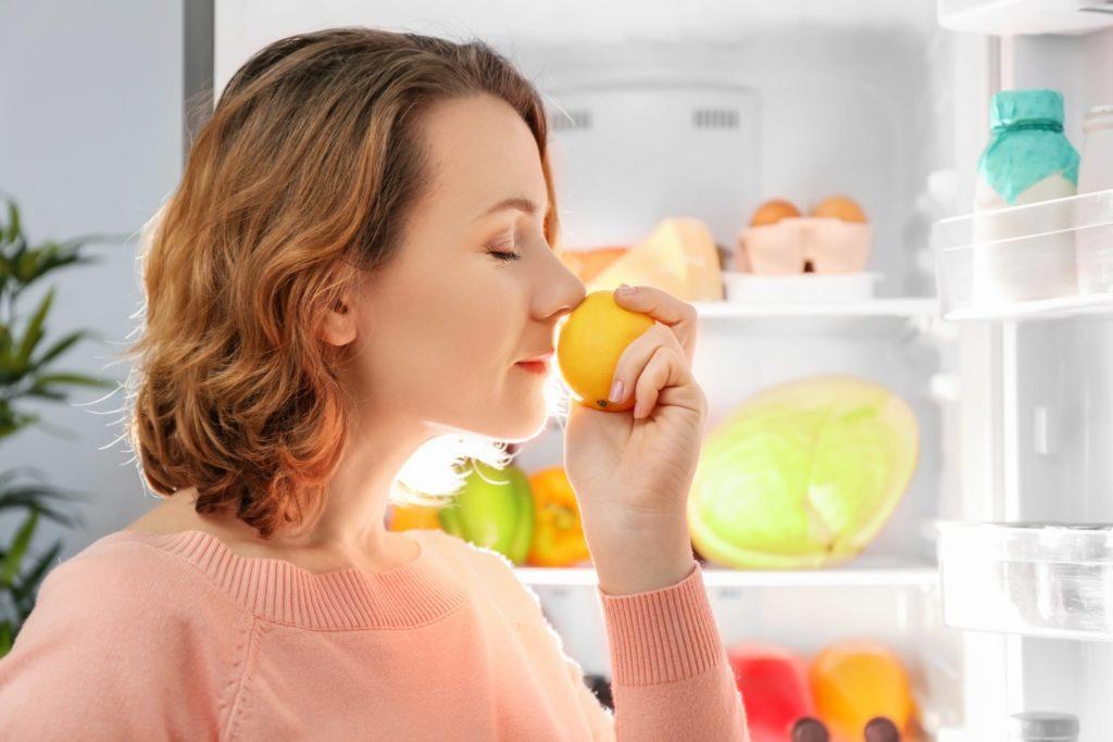 Устранить запах в холодльнике