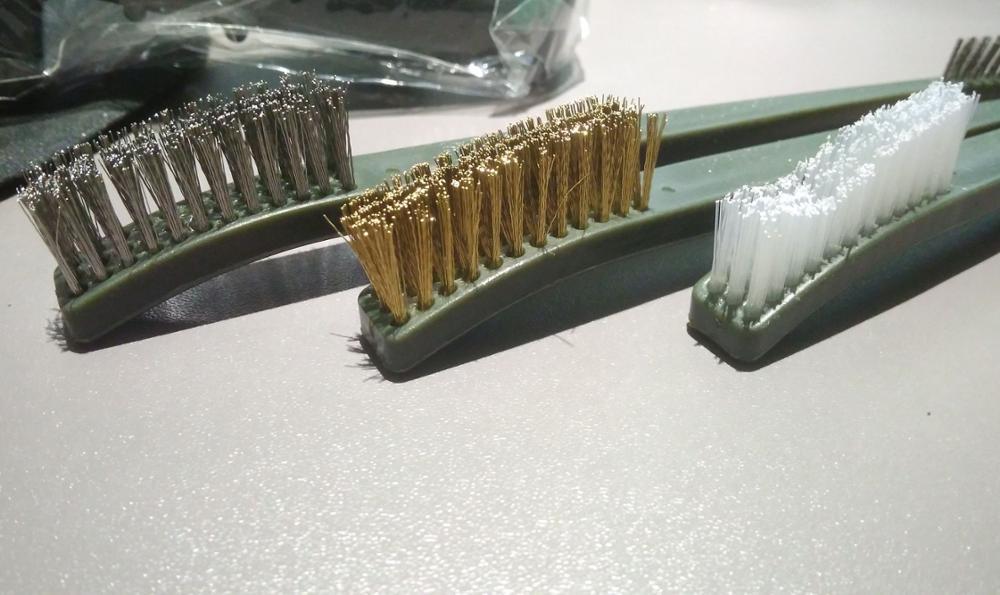 Щетка для чистки металла от ржавчины