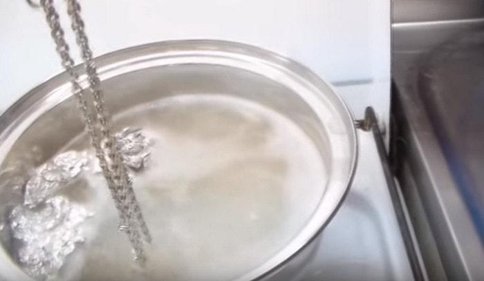 Очистить серебро алюминиевой фальголь