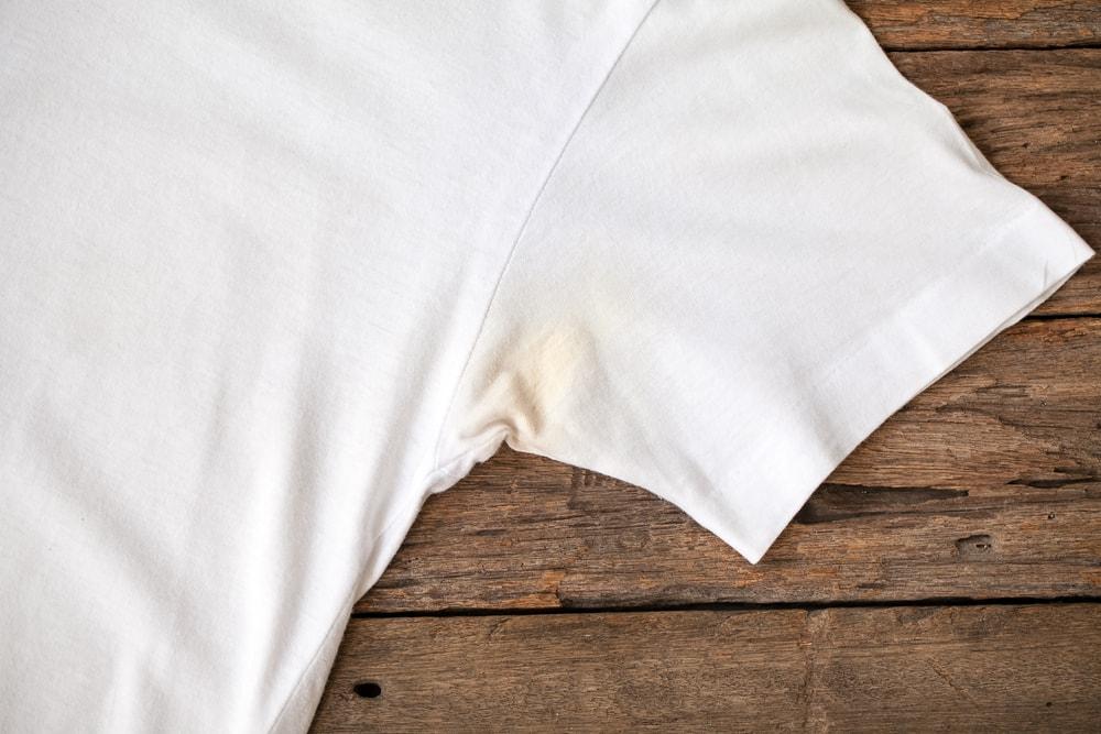 Отстирать желтые пятна с одежды