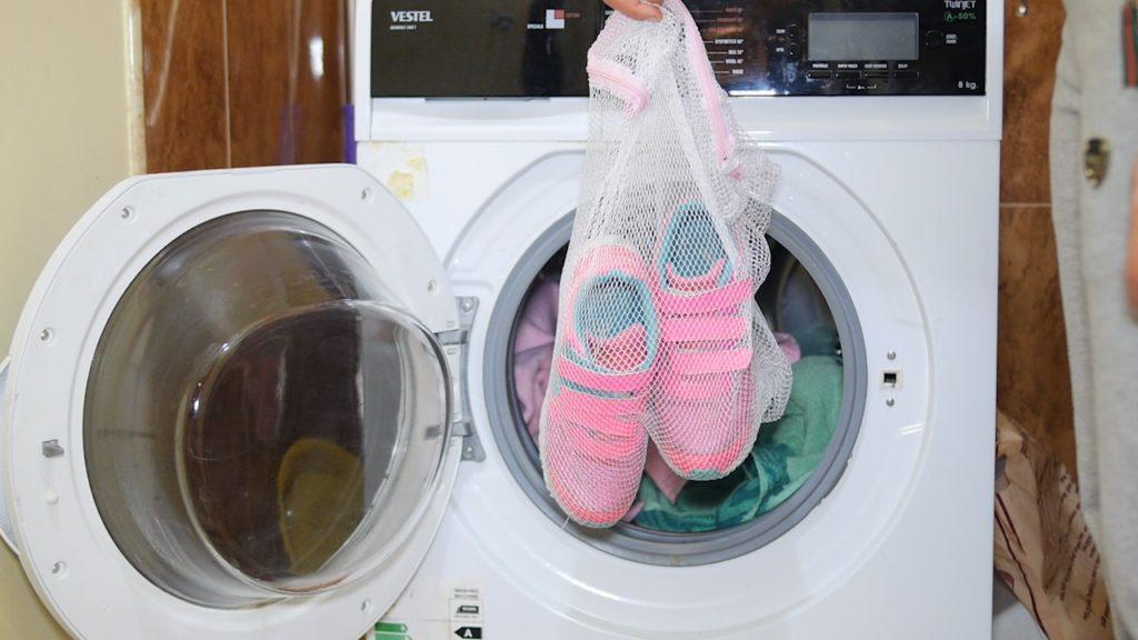 Как правильно стирать обувь