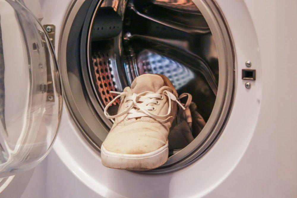 Стирать кроссовки