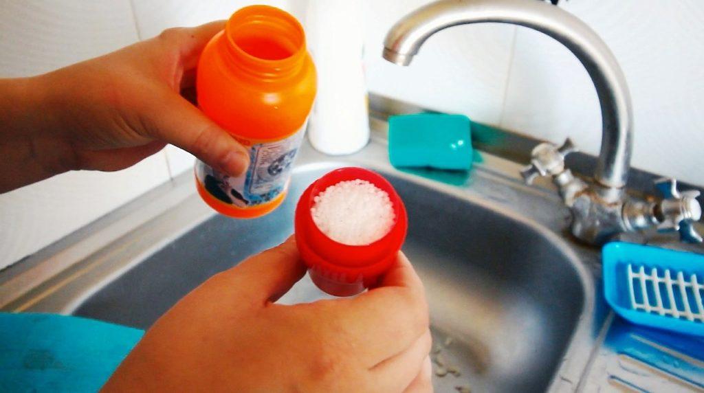 Чистить солью