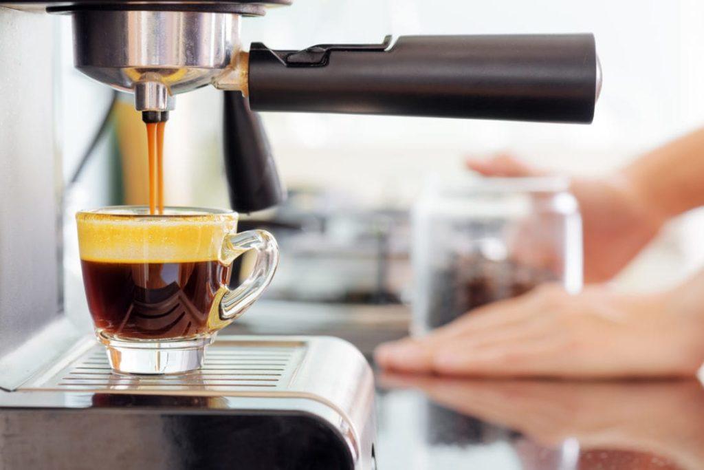 Почистить кофемашину
