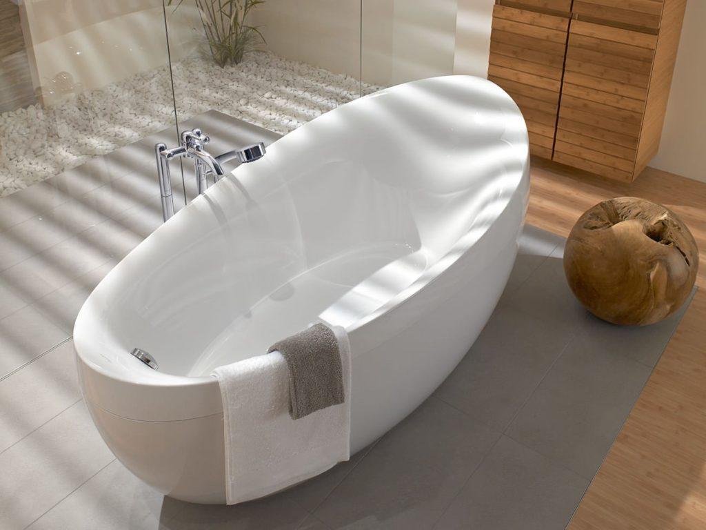 Чистить акриловую ванну
