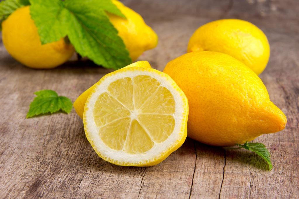 Чистить унитаз лимонной кислотой