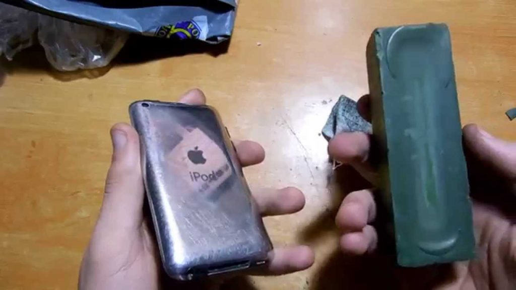 Полировать экраны телефонов и планшетов