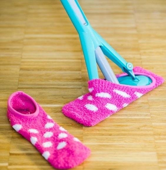 Старые носки для уборки